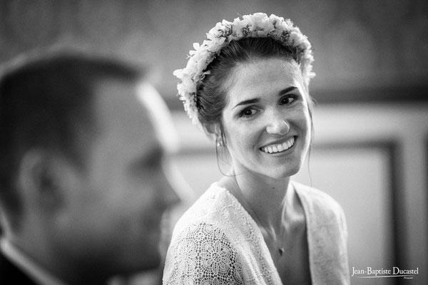 Portrait de la mariée pendant la cérémonie civile - coiffure & make up : Marie Viat
