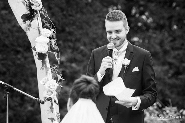 Le discours du marié pendant la cérémonie laïque