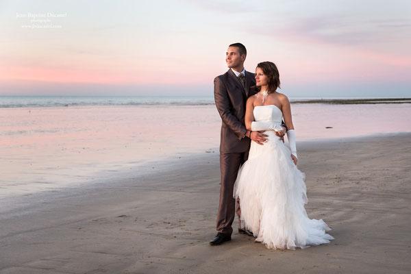 Mariage en Normandie : Angélique et Frédéric sur la plage au coucher du Soleil