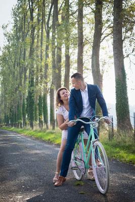 Les futurs mariés en vélo