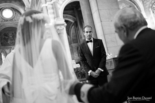 Arrivée de la mariée au bras de son père ( basilique d'Albert , Picardie )