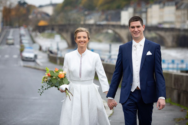 Mariage à Laval - Séance couple au bord de la Mayenne