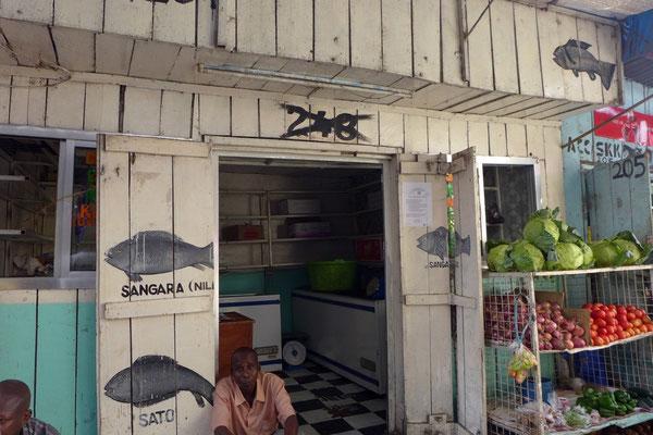 Läden im Central Market in Arusha, Tanzania