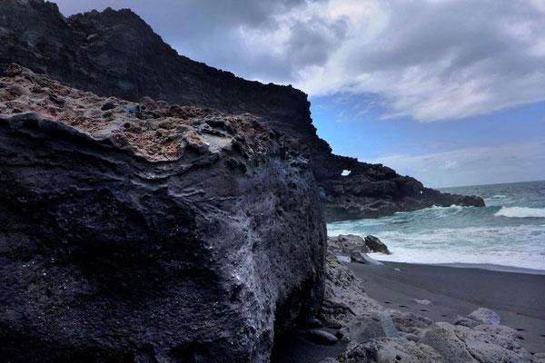 Küstenwanderung Timanfaya Nationalpark zum schwarzer Strand Playa del Paso Lanzarote