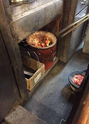 Shichirin mit Holzkohle angefeuerter Barbecue-Grill, Yakiniku Osaka
