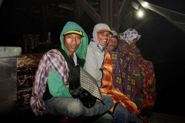 Abendtreff in Cemoro Lawang, immer im Blick haben sie ihren heiligen Berg Bromo