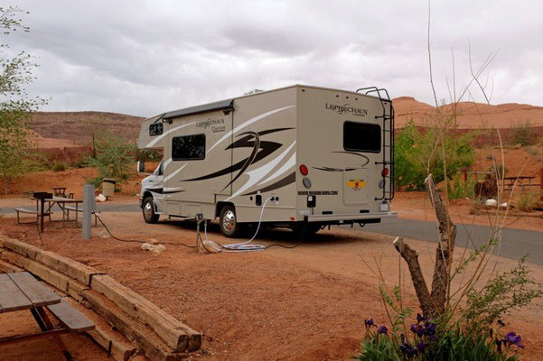 Stellplatz mit Wasser- + Stromanschluss USA Nationalpark mit Wohnmobil Road Bear Vermieter Bewertung