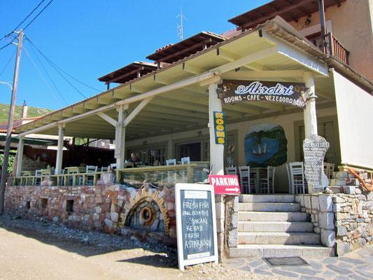Taverne mit Zimmern am Strand von Porto Kagio. Mani Peloponnes
