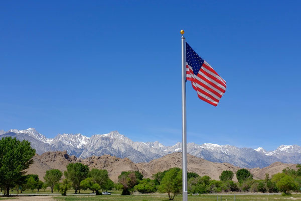 Lone Pine Visitor Center mit Sierra Nevada