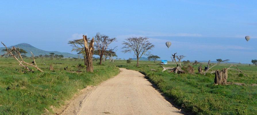 Ballonfahrer über der Serengeti