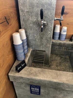 Kostenloses Bergwasser am Schneehüenerstock