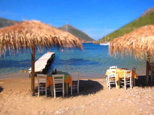 Essen direkt am Wasser in der Bucht von Porto Kagio, Mani