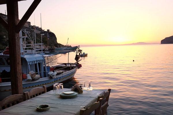 Abendstimmung in Fischrestraurant Taverna Takis, Limeni, Mani Peloponnes