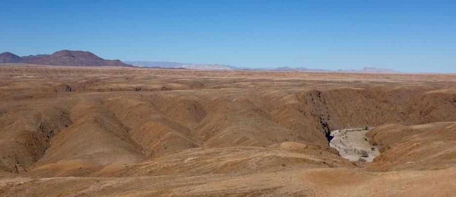 Kuiseb-Canyon mit seinem Trockenflussbett, Namibia