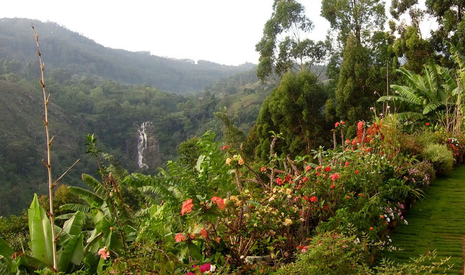 Ella Gap Panorama mit Wasserfall Blick, Sri Lanka