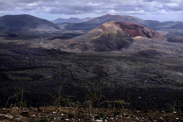 Blick zu den Feuerbergen im Timanfaya Nationalpark Lanzarote