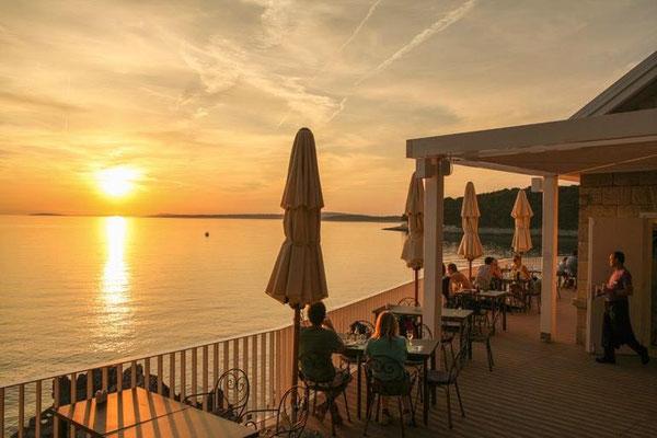 Sonnenuntergang im Laterna Grill Restaurant Cikat Bucht Losinj