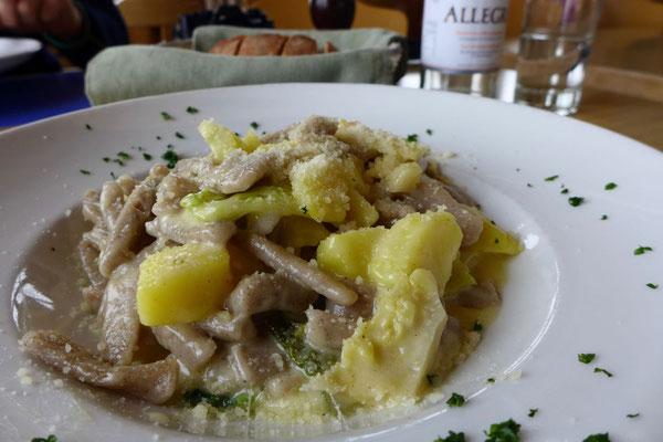 Die leckeren Pizzocheri vom Alp Grüm Restaurant
