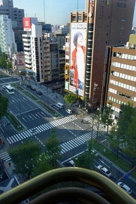Cross Hotel Osaka Blick aus dem Fahrstuhl auf die Shinsaibashi