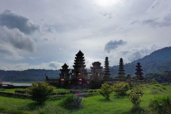 Wanderungen bei den Zwillingsseen Danau Tamblingan und Danau Buyan (Munduk)
