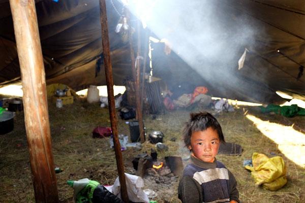 Leben im Nomadenzelt im Tagong Grasland