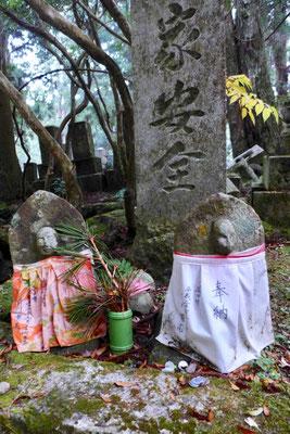 Jizō-Totenkult – Koyasan Friedhof Okunoin