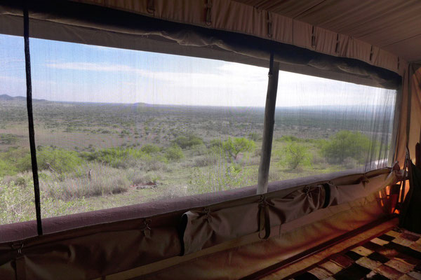 Luxury Tent mit Panoramafenster für den freien Savannen-Blick -  Shumata Camp