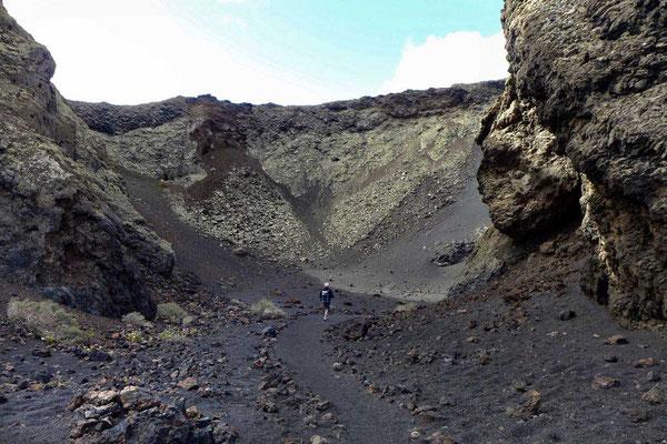 Hinab in den Krater –Caldera de los Cuervos Lanzarote