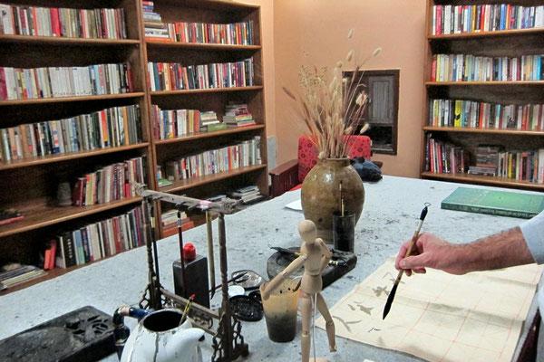 In der Bibliothek ein Kalligraphie Versuch