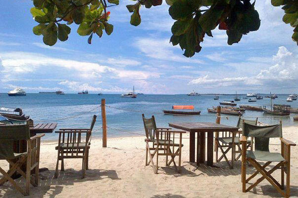 Zum Sundowner ins 'Livingstones Beach' in Stone Town