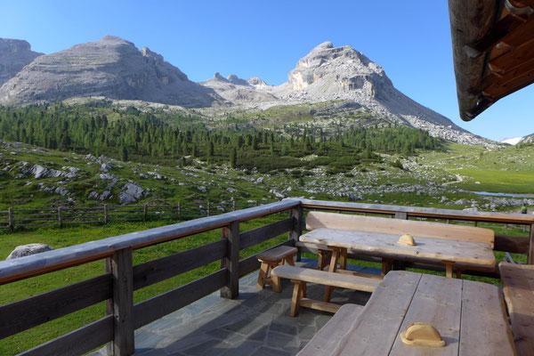 Herrlicher Blick von der Terasse der GranFanes Hütte