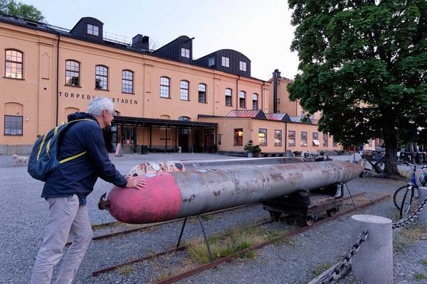Alte Torpedos am Hafengelände von Skeppsholmen