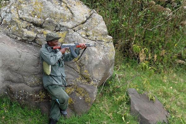 Nur mit bewaffneten Guide – Ngurdoto Krater Wanderung, Arusha Nationalpark