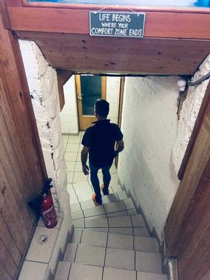 'Warnhinweis' auf dem Weg zur Toilette in der Dix Hütte