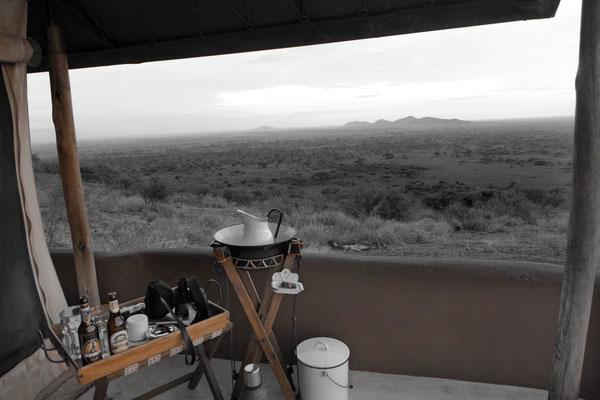 Stilvolle Busch-Ausstattung für die Zelt-Veranda –  Shu'mata Camp