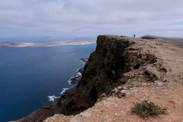 Das breite Plateau bietet sichere Ausblicke auf ganz La Graciosa