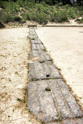 An den Start zum Wettrennen im antiken Nemea, Peloponnes