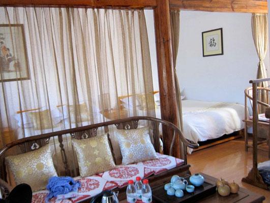 Unser großes, helle Zimmer im Cato's Inn Shaxi