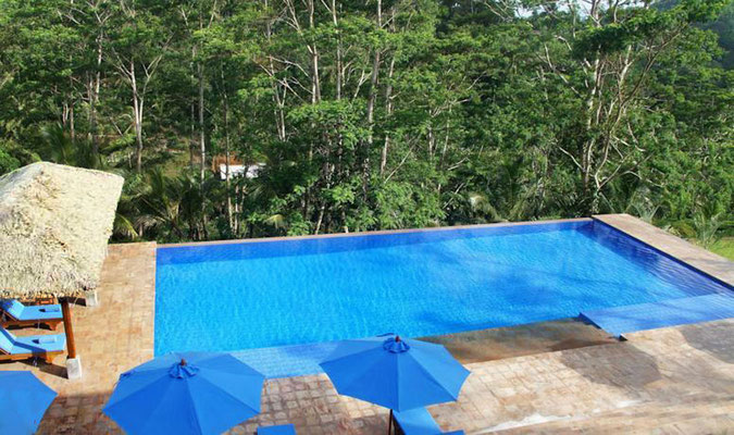 AM Pool im Niyagam House bei Galle