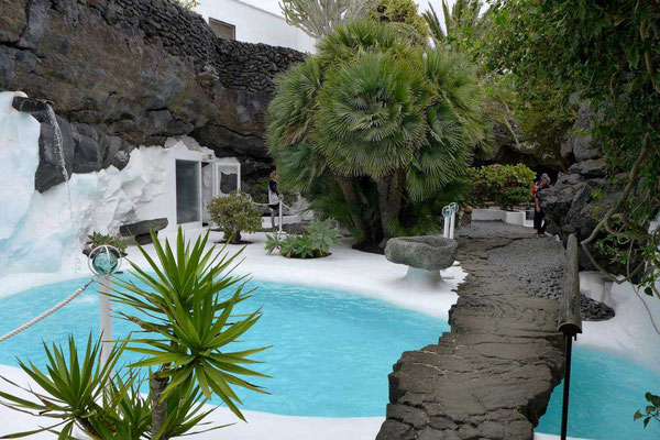 Fundación César Manrique Museum – Pool im Vulkanhaus bei Tahíche