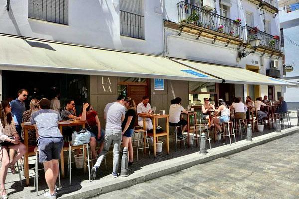 Draußen vor der Eslava Tapasbar Sevilla