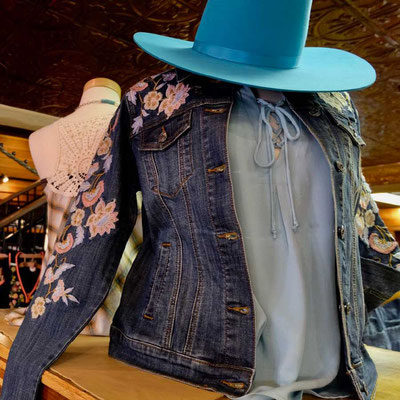Cowgirl Outfit bei Hamley & Co Pendleton