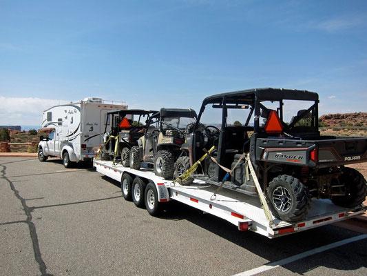 Wohnmobil mit Fun-Vehikels in Moab
