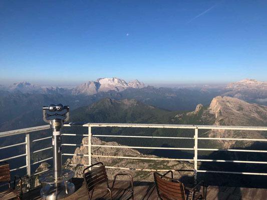 Lagazuoi Hütte  – Blick auf den Marmolada Gletscher