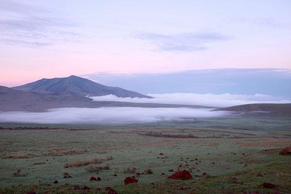 Landschaft auf dem Weg zum Ngorongoro Gate