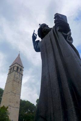 Die monumentale Statue des Bischof von Nin in Split