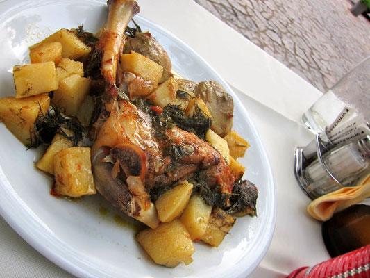 Zicklein aus dem Ofen – Restaurant  Lithostroto Areopoli