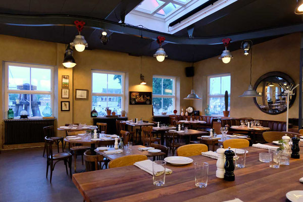 Im Restaurant Torpedversktaden auf Skeppsholmen Stockholm