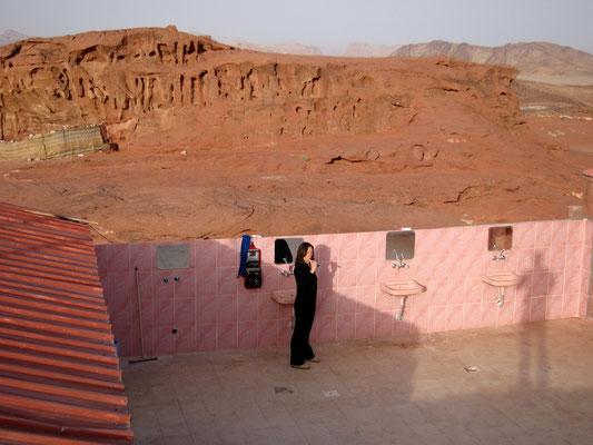 Freiluftbad im Wadi Rum Camp