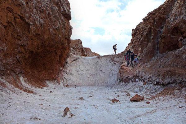 Weißer Wasserfall aus Salz, Wanderung Valle de la Luna